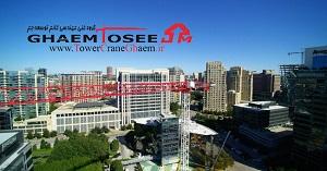 تاور کرین T8030-25 برای ساخت و ساز ساختمان رولکس در مرکز شهر دالاس، تگزاس، ایالات متحده
