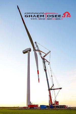 جرثقیل لیبهر در حال نصب توربین بادی